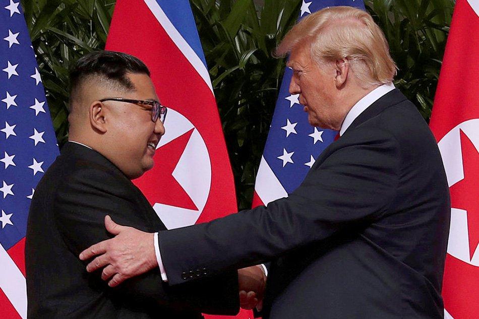 kim-trump-handshake